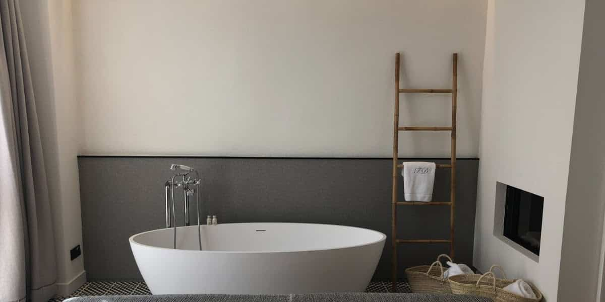 How to Choose the Best Paint Colors for Small Bathrooms